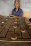 Тайские люди играют китайский шахмат - XiangQi Стоковое Изображение