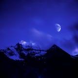 Xiannairi snowberg met maanlicht Royalty-vrije Stock Fotografie