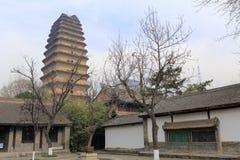 Xiaoyanta-Turm im berühmten jianfusi Tempel im Winter, luftgetrockneter Ziegelstein rgb Lizenzfreie Stockbilder