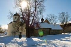 XII århundrade, forntida kyrka av Ryssland i fästningen Staraya Ladoga Arkivbild