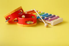 Xilófono colorido del bebé con el palillo Imagen de archivo