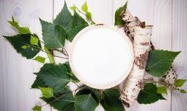 Xilitol - substituto del azúcar Azúcar del abedul en el fondo de madera blanco Fotos de archivo