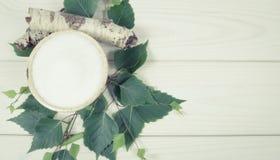 Xilitol - substituto del azúcar Azúcar del abedul en el fondo de madera blanco Fotos de archivo libres de regalías