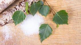 Xilitol - substituto del azúcar Azúcar del abedul en fondo de madera Fotos de archivo libres de regalías