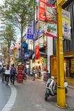 Ximending är det källan av mode för Taiwan ` s, subkultur och japansk kultur Folket kan sett gå och att shoppa runt om den royaltyfri foto