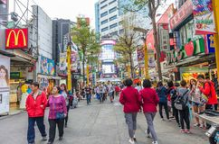Ximending är källan av mode för Taiwan ` s, subkultur och japansk kultur Folket kan sett gå och att shoppa runt om den royaltyfri bild