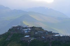 Xinaliq, Αζερμπαϊτζάν, ένα μακρινό ορεινό χωριό στη μεγαλύτερη σειρά Καύκασου Στοκ Φωτογραφία