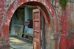 xing瓷门道入口长的pengzhou的寺庙 库存照片