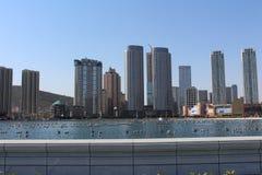 Xinghai fyrkant cityscape Skyskrapabyggnad i Dalian Kina Royaltyfria Bilder