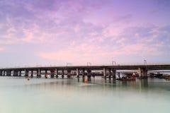 Xinglin bro under aftonrodnad Arkivbilder