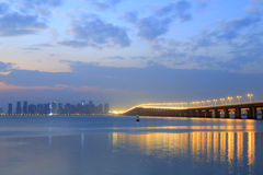 Xinglinbron under aftonrodnad Arkivbild