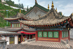 XINING, CHINA - 30 de junio de 2014: Monasterio de Kumbum una señal famosa fotografía de archivo libre de regalías