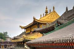 XINING, CHINA - 30 de junio de 2014: Monasterio de Kumbum una señal famosa fotos de archivo libres de regalías