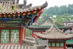 XINING, CHINA - 30 de junio de 2014: Monasterio de Kumbum una señal famosa imágenes de archivo libres de regalías