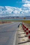 XINJIANG, CHINA - Mei 21 2015: Karakoramweg beroemd land royalty-vrije stock foto