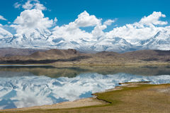 XINJIANG, CHINA - Mei 21 2015: Karakul Meer een beroemd landschap stock foto's