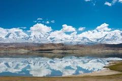XINJIANG CHINY, Maj, - 21 2015: Karakul jezioro sławny krajobraz Obraz Stock