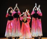 Xinjiang etnische dans: om uw hijab te veroorzaken Royalty-vrije Stock Foto's