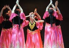 Xinjiang etnische dans: om uw hijab te veroorzaken Stock Foto's