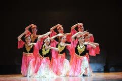 Xinjiang etnische dans: om uw hijab te veroorzaken Royalty-vrije Stock Afbeeldingen