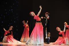 Xinjiang etnische dans: om uw hijab te veroorzaken Stock Afbeelding
