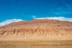 XINJIANG KINA - Maj 05 2015: Flammande berg (Huoyanshan) A Fotografering för Bildbyråer