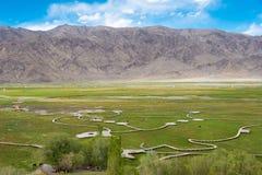 XINJIANG KINA - Maj 21 2015: Forntida stad av Tashkurgan en fam Arkivbilder