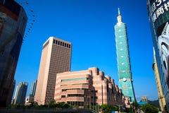 Xinyi område och Taipei 101 skyskrapa Royaltyfri Fotografi