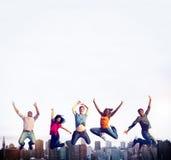 Éxito adolescente Team Jumping Cheerful Concept Fotografía de archivo libre de regalías