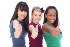 Éxito para los amigos de muchacha étnicos del estudiante de la mezcla tres Fotos de archivo libres de regalías