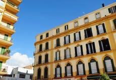 XIX世纪大厦在广场de la默塞德,马拉加,安大路西亚,西班牙 免版税库存照片