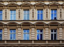 XIX世纪廉价公寓的门面 免版税库存图片