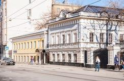 XIX eeuwgebouwen op de Aleksandra Solzhenitsyna-straat, 10, de bouw van 4 en 12, bouwend 5 Stock Afbeeldingen