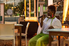 Xixel Langa führt Live bei Centro Cultural Franco-Moçamb durch Stockbilder