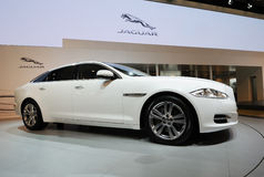 Xj branco do jaguar Fotos de Stock
