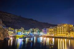 Xlendi, Gozo - όμορφη εναέρια άποψη πέρα από τον κόλπο Xlendi τή νύχτα Στοκ εικόνα με δικαίωμα ελεύθερης χρήσης