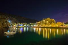 Xlendi, Gozo - όμορφη εναέρια άποψη πέρα από τον κόλπο Xlendi τή νύχτα Στοκ φωτογραφίες με δικαίωμα ελεύθερης χρήσης