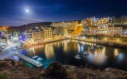 Xlendi, Gozo - a noite disparou do ` s de Malta na maioria de cidade bonita Fotografia de Stock Royalty Free