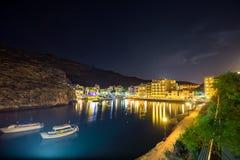 Xlendi, Gozo - Piękny widok z lotu ptaka nad Xlendi zatoką nocą Obrazy Stock