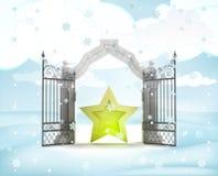 Xmas与金黄星的门入口在冬天降雪 免版税库存照片