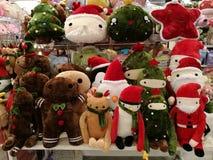 Xmas和新年礼物,圣诞老人、驯鹿和雪人玩偶的想法 免版税库存照片