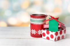 Xmas圣诞节假日背景杯子礼物箱子标记 库存照片