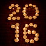 Xmas晚上茶光蜡烛以2016个新年的形式 库存图片