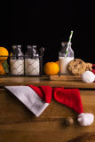 Xmas构成用牛奶和曲奇饼圣诞老人的 免版税库存照片