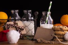 Xmas构成用牛奶和曲奇饼圣诞老人的 免版税图库摄影