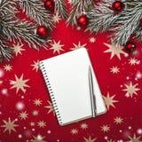 Xmas贺卡,笔记本,圣诞老人` s信件的 与圣诞节球的冷杉分支 顶视图 雪作用 免版税库存图片
