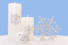 Xmas Candles. White xmas candles with a shiny snowflake Royalty Free Stock Photography