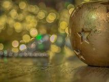xmas för gåva för garnering för bakgrundsstearinljusjul guld- Fotografering för Bildbyråer