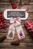 Xmas-kort: Vi önskar dig glad jul och ett lyckligt nytt år royaltyfria bilder