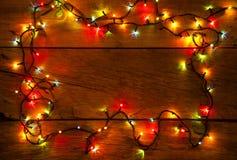 Xmas-ljus på träbakgrund Royaltyfri Bild
